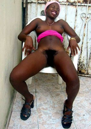 Amateur african teen girl undressing..