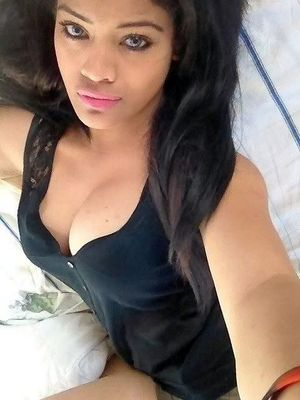 Busty ebony girlfriend, amateur..